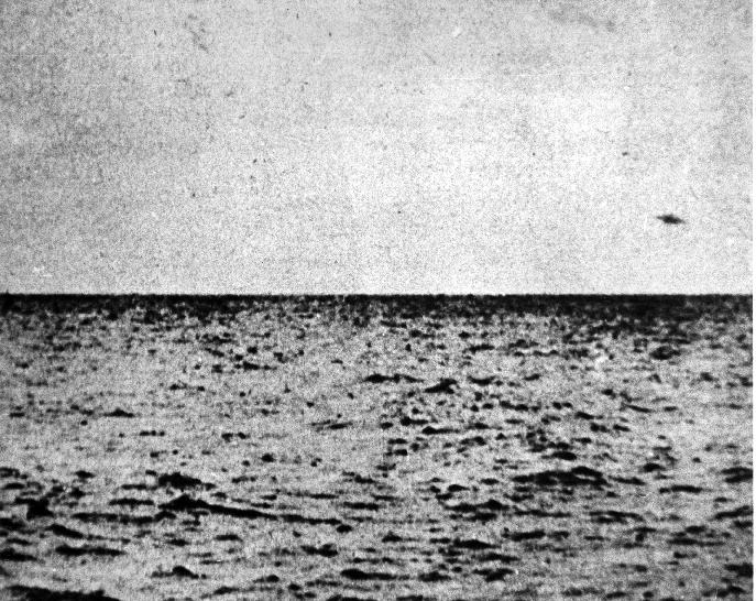 Saucer_Heading_Out_To_ Sea_4.gif (433651 bytes)